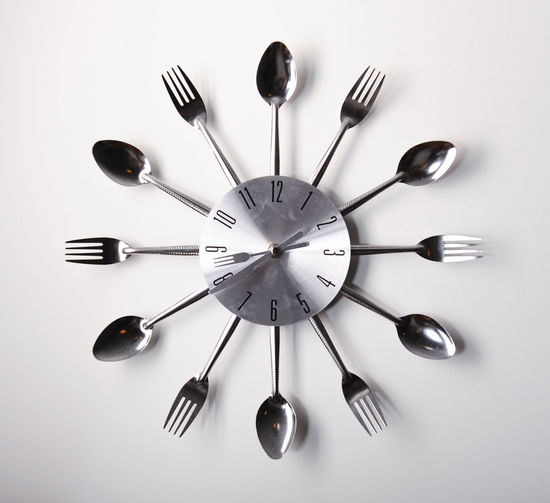 Clock design with spoons and forks over white background Breakfast Circle Hanging Meal Time Tableware Wall Clock Clock Face Close-up Concept Conceptual Cutlery Cutlery Set Design Fork Fork And Spoon Indoors  Kitchen Minute Hand Numbers Silverware  Spoon Spoon And Fork Table Knife