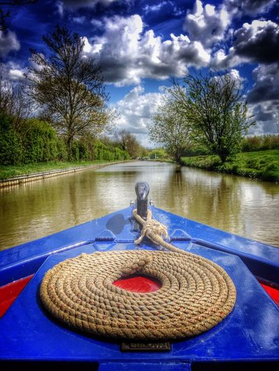 Bow of traditional narrowboat on the South Oxford Canal near Cropredy, Oxfordshire, England. Barge Bow British Calm Coiled Rope Cropredy England Englih Narrow Boats Narrowboat Oxfordshire UK Peaceful South Oxford Canal Tranquil Scene