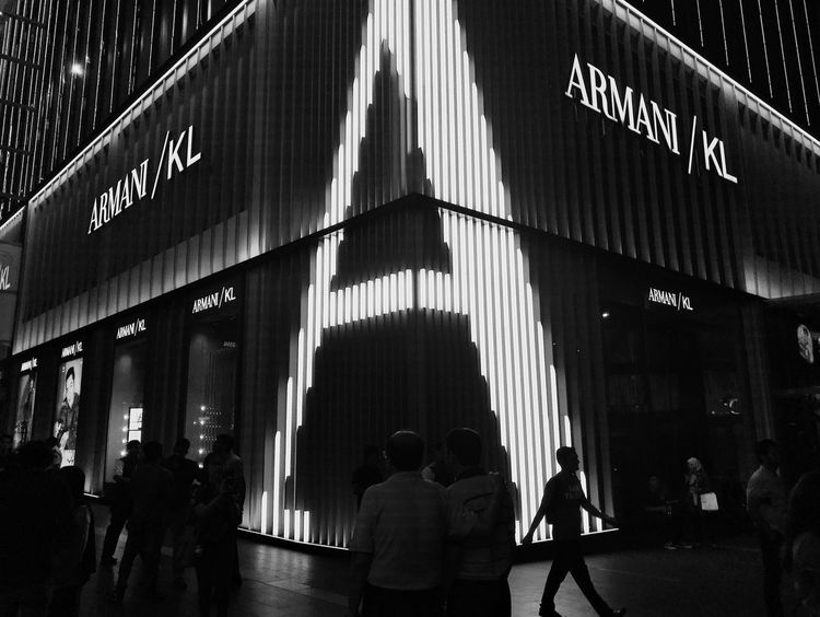Big city with fashion world Iphoneonly IPhone IPhoneography Eyeem Black And White Collection Eyeem Black And White Photography EyeEm Black&white! EyeEm City Shots Citylife Bigcity Brand Building Group Of People Architecture Built Structure Lifestyles Sign Building Exterior Travel