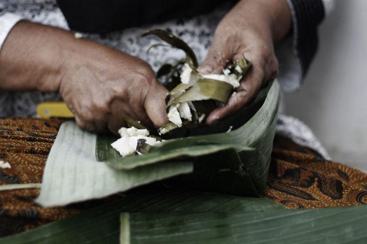 Hand making plate leaf