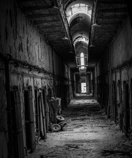Eastern State Penitentiary Eastern State Penitentiary Architecture Building Built Structure Indoors  The Way Forward Direction Abandoned Corridor Empty Old Diminishing Perspective Obsolete Damaged Deterioration