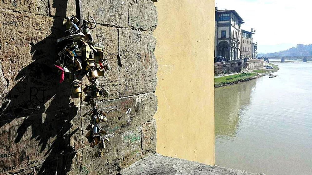 Put the name of your lover on this padlock and locked it for good. Water Day No People City Travel Destinations Padlock Firenze, Italy