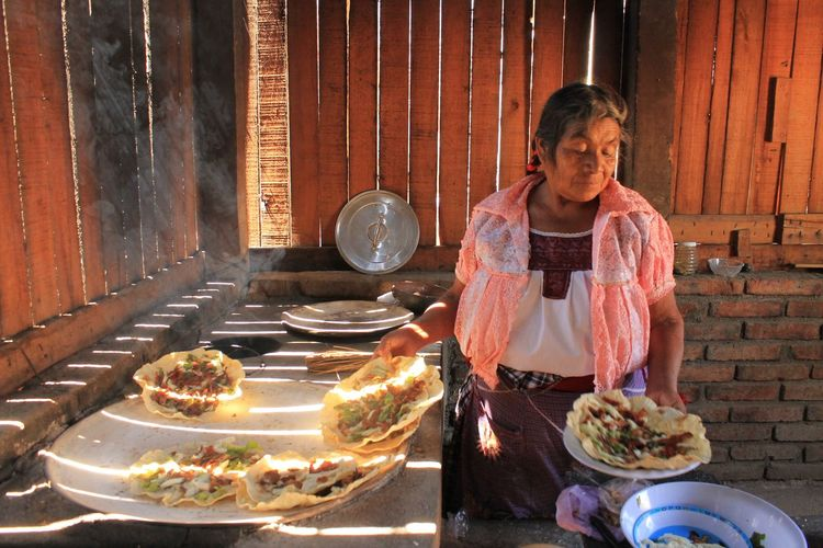 Arrangement Clay Clayudas Cooking Cooking In P Grand Grandma Healthy Eating Oaxaca Oaxaca De Juárez Oaxaca México  OaxacARTE Preparation  S San Luca Skyline San Lucas Quia Tlayuda Traditional Traditional Culture Traditional Oa