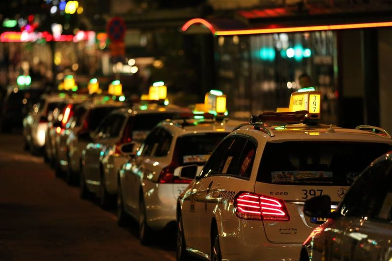 Cars Taxi Taxi Line Avenyn Avenyngbg Neon Color Neon Colored Neon Life Neon Light Neon Lights Neon Sign Neonlights Nightlife In The City Streetlife Streetlight Taxi! Taxicab Taxis