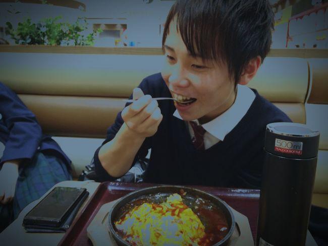 ガイコツがオムライスを食べる瞬間