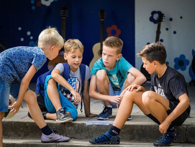 Boys making plans Boys Will Be Boys Jungs BoysBoysBoys Boys Kids Being Kids Kids Kinder Children Photography Child Children Hanging Out Having Fun Making Plans Playing