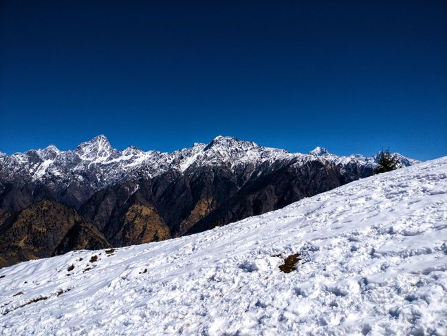 Auli Uttarakhand Thrill Mountain Range Sun Rays Mountain Range Blue Skies And White Clouds Hill Station Landscape High Altitude Snow Outdoors Day Chilly Weather Clear Sky Rocky Mountains Snow Capped Mountains Trekking #travelling #sightseeing Tree Forest Snowdrift Deep Snow Powder Snow Ski Resort  Extreme Weather Ski Track Mountain Peak Ski Slope Go Higher Summer Exploratorium The Traveler - 2018 EyeEm Awards