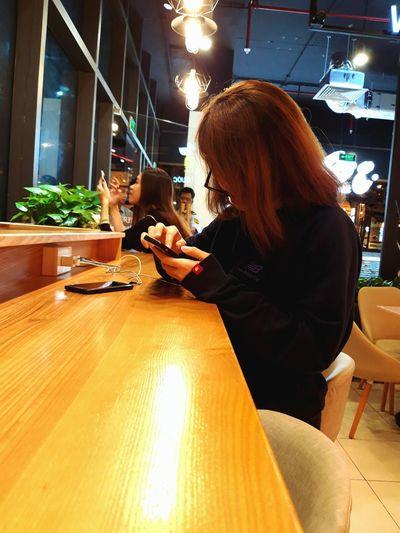 Technology Wireless Technology Young Women Women Sitting Internet Working Communication Business Finance And Industry Business