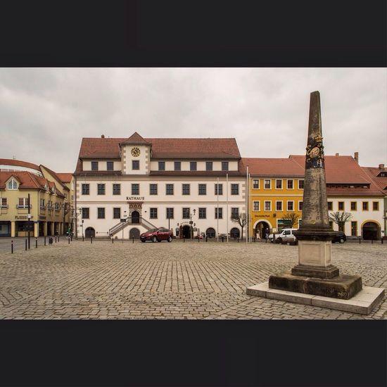 Das 10. Kalendertürchen ist der Markt und das Rathaus in Hoyerswerda. Hoyerswerda Lausitz Architecture City