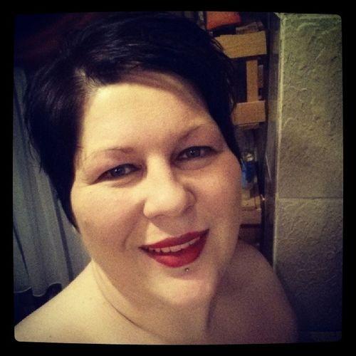 Mir war danach, den neuen Lippenstift auszuprobieren...... Selfie Lipstick Ichgradso inmybathroom mac brick russianred winter2014 januar clinique