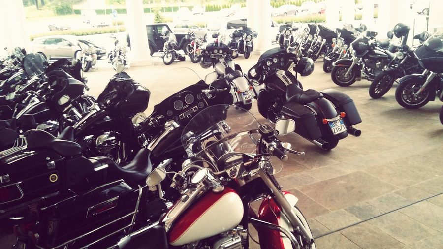 Motorcycle Abundance Large Group Of Objects HarleyDavidsonMotorcycles Harley Davidson Harleydavidson EyeEm Selects Motorcycle Jeep Wrangler Unlimited Lovers People Urbanphotography Menefreghismomodeon Road Jeepwrangler