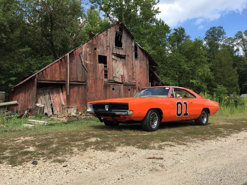 Freehold New Jersey with my General Lee. Just looked rite! Generallee Oldbarn Abandoned Rural Scene Mopar JerseyGeneral Building Exterior Dodgecharger 1969