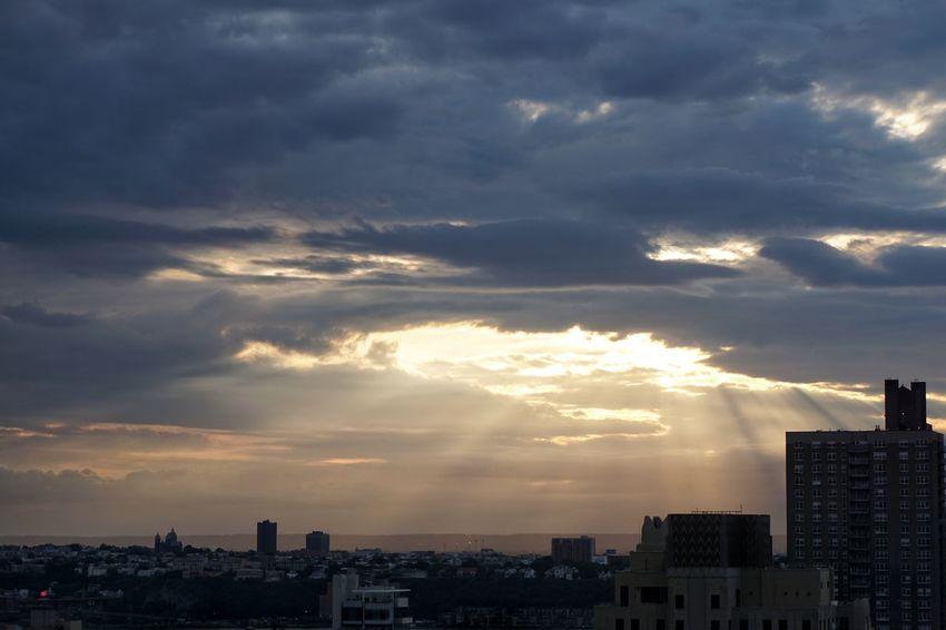 Break Through Sun Sunset_collection Sunset #sun #clouds #skylovers #sky #nature #beautifulinnature #naturalbeauty #photography #landscape Newyorkcity NewYorkMinute