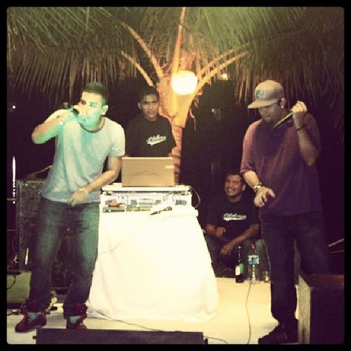En tarima.. @cooperhr y Verzatyn Reggaeton  Music HitRecords Vrekords thebombomklan Party