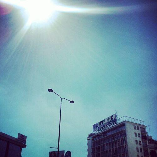 Cielo azzurro su milano. migliaia gli instagrammers in crisi di astinenza da nuvole in cerca di soggetti Iphoneonly