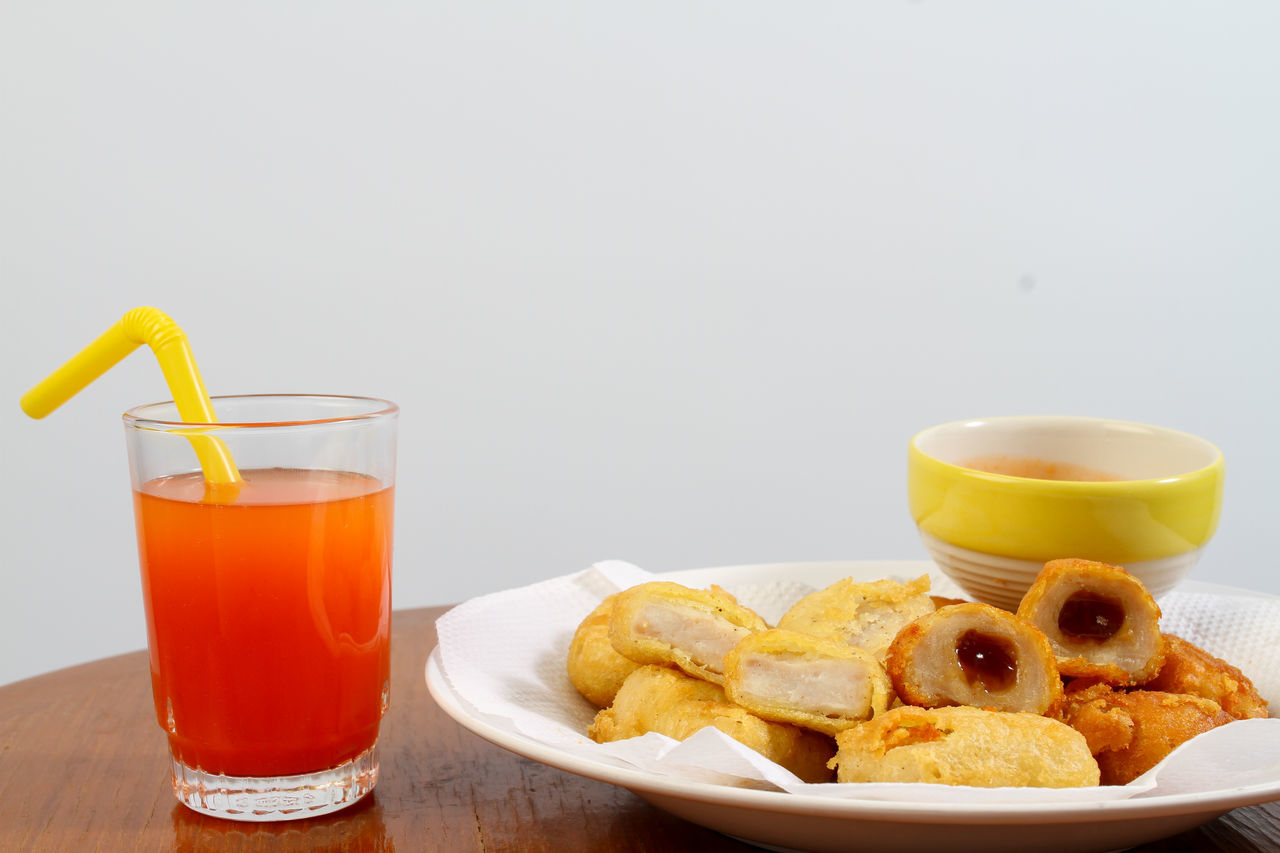 food and drink, drink, refreshment, food, freshness, table, drinking glass, household equipment, ready-to-eat, glass, still life, plate, copy space, meal, indoors, fried, cup, orange juice, no people, healthy eating, breakfast, hot drink, snack