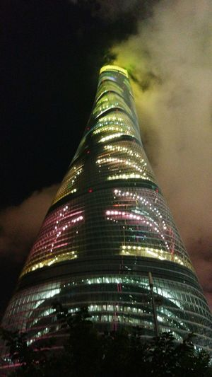 The Tallest Shanghai❤ Taking Photos EyeEm Best Shots Famous Building It has 492 miles high ! You can see all the Shanghai in this building ! Very beautiful !