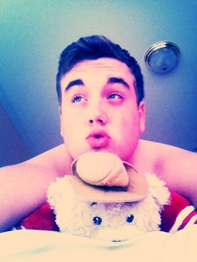Chilling with my pillow pet Vernon. #goniners #finals #ImNotWearingPants #like4like #cute #fun #trapaholics
