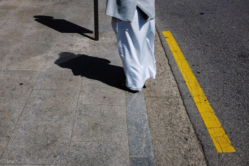 Streetphotography Looking Down Shadow White Clothes Eyeem In Korea EyeEm In Seoul Up Close Street Photography Telling Stories Differently The Street Photographer - 2016 EyeEm Awards