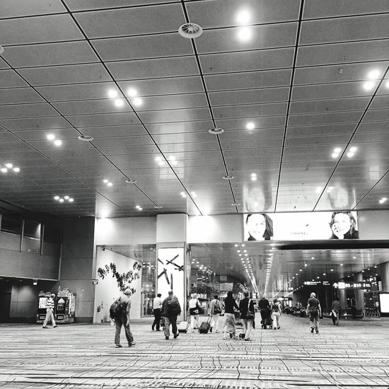 Check This Out Hanging Out Hello World Taking Photos Enjoying Life Travel Travel Photography Iphoneonly IPhoneography Traveling Singapore Entrance How Do We Build The World? Interior Views Blackandwhite Blackandwhite Photography Airportphotography Airport Singapore View Changiairport