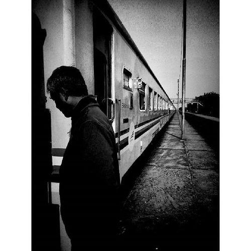 """melihatnya terkait-pun sudah membuatku tenang"" Stationman Diantara Gerbong Keretaapi Trip to Jogja Lenovotography Blackandwhite Pocketphotography Photostory Lzybstrd Journey"