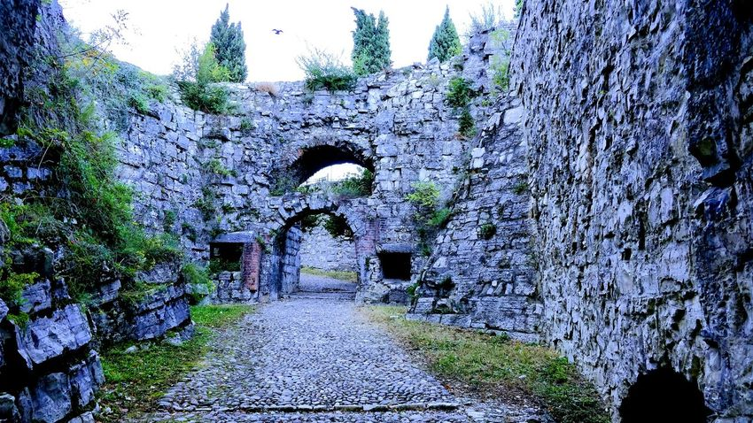 Only the brave. Nature Castle Ruin Castle Hallways Doorway Through The Door Along The Path Stones Stonesteps Brescia Castello Lord Of The Rings Medieval Architecture Medieval Castle