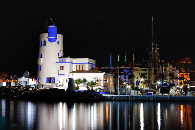 The lighthouse at the entrance to Duquesa marina Duquesa Duquesa Lighthouse Duquesa Marina Duquesa Spain Lighthouse Night Lights Night Photography Night Lights Reflection Nightphotography White Building At Night Architecture Building At Night Building Exterior Built Structure Illuminated Lighthouse At Night Lighthouse_lovers Lighthousephotography Lighthouseview Night Night Lights On Water Night View Nightshot Water Waterfront