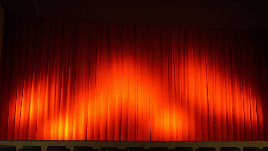 a curtain in a cinema or theater Abstract Background Bühne Cinema Curtain Dark Erwartung Full Frame Glowing Hintergrund Kino Red Saal Schatten Fotografie Shadows & Light Stage Symbol Theater Vorhang Vorhang Auf