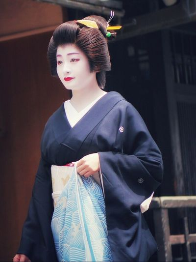 One Person Beautiful Woman One Young Woman Only Close-up Geiko 祇園甲部 Beauty Street Photography Street Portrait Candid Photography / Panasonic LUMIX GX1 Low Position handheld. Hassaku ( 1st August ), Gion Kobu District Gion In Kyoto Kyoto, Japan Japan Photography