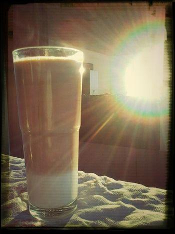 Pequena dose de Café com leite da Ale...