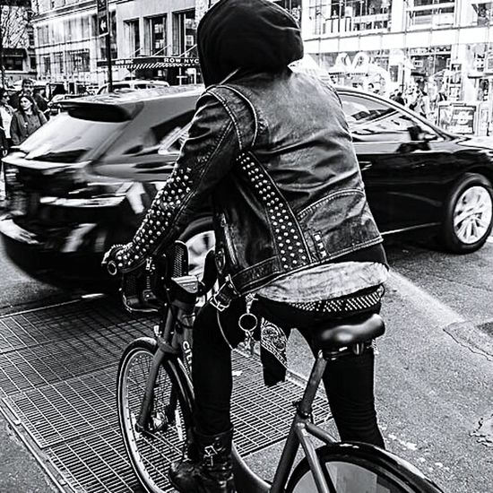Citibike Rocker Street_capture Everybodystreet Nusevoice LegendsintheMaking NYC Streetphotography Oneinamillion Hikaricreative Peoplofnyc Man Blackandwhite