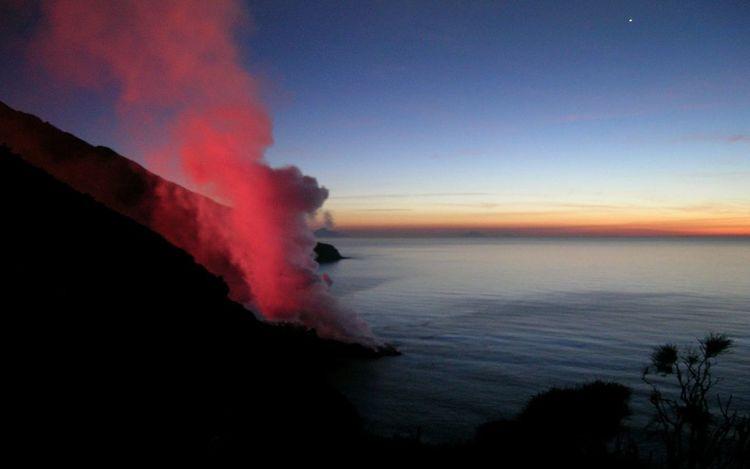 Stromboli 2002/2003 eruption Sunset_collection Amazing View Italy Seascape Eruption Erupting Lava Sunset Sky Volcanic Activity Volcanic Landscape Active Volcano Emitting Volcano Volcanic Rock
