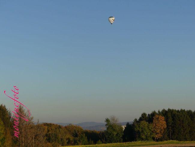 Schönes Sonntagswetter am Hochrhein und beste Voraussetzungen für den Schweizer Ballonfahrer. Ballon Ballons In The Sky Ballonfahrt Hochrhein Schönes Wetter Hot Air Balloon