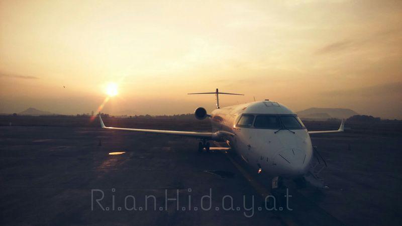 6.11.2015 Crj1000 Sultan Hassanudin International Airport Garudaindonesia