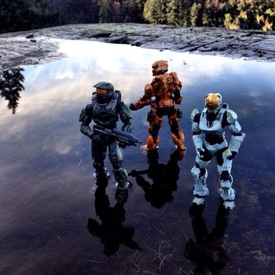 All clear, let's keep moving Mcfarlanetoys Sierra117 Spartan Masterchief Halo Halo4 Toycommunity Toycrewbuddies Action Figures Toys Gaming Toyphotography Toy Photography Toygroup_alliance Toyslagram Outdoor Photography
