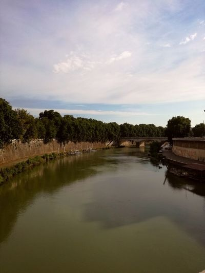 Fiume Fiume Tevere River Riverside River View Riverscape River Collection Outdoors Green Huawei P9 Lite Huaweiphotography Europe Italia Italy Rome Trastevere Day Sky