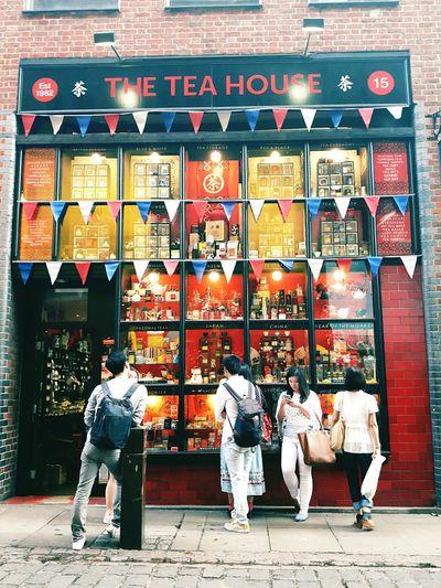 Beautiful and creative way of window display for teas Tea Tea House Window Shopping Window Display Window Display Photography Window Displays Displays Displayshelf People People Waiting People Watching Life Cubicles Cube Bunting