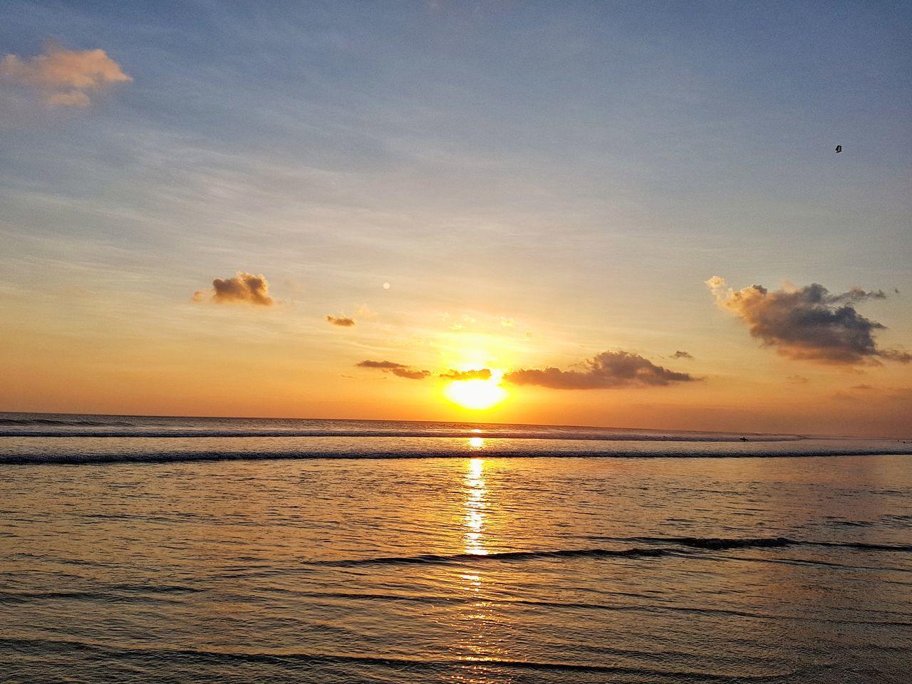 sunset, sea, sun, scenics, beauty in nature, tranquil scene, tranquility, water, nature, sky, horizon over water, sunbeam, idyllic, beach, sunlight, silhouette, no people, outdoors, cloud - sky