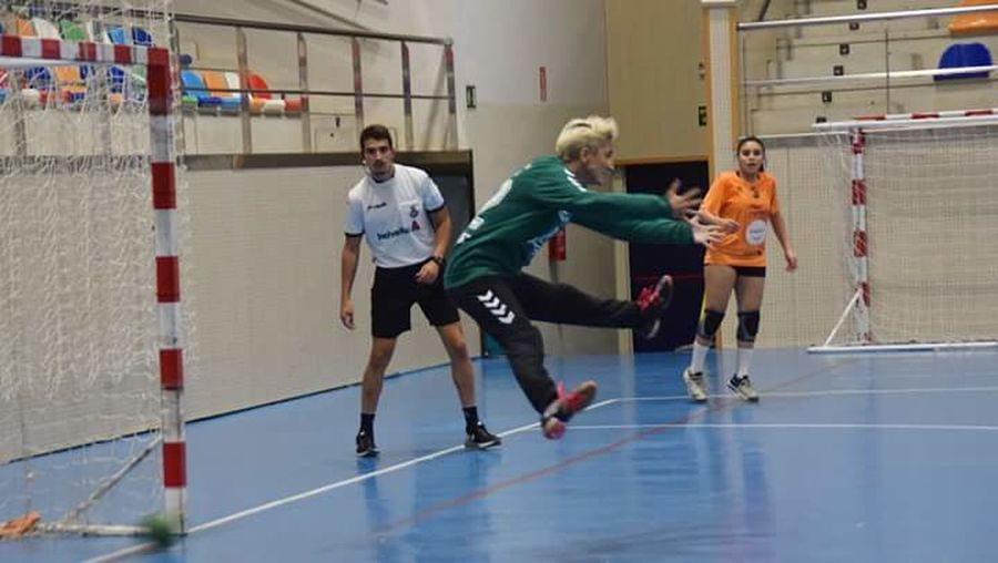 Women Handball Fotografie Fotography Competition Sports Uniform Sports Clothing Playing Togetherness Competitive Sport People Sports Team Friendship Teamwork Indoors  Adult Coach Sport Child Day Athlete Full Length Teenager Sportsman