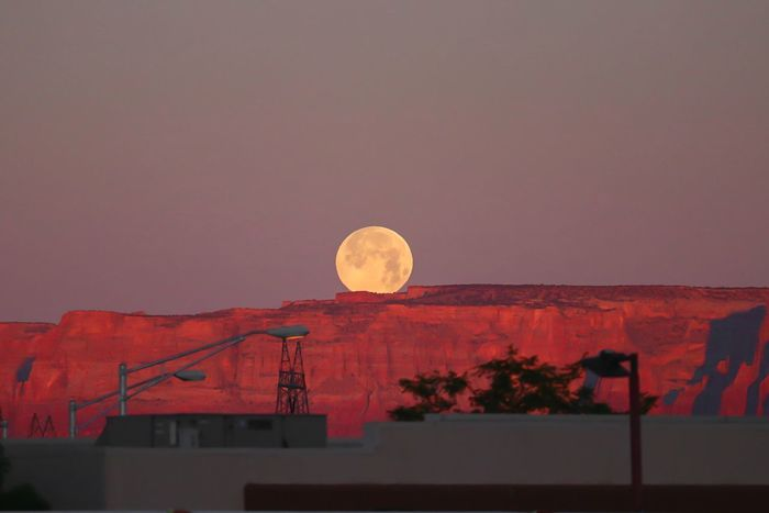 Gorgeous moon set over the canyons in Utah, USA. Moonset Moonset At Sunrise Sunrise Moon EyeEm Best Shots Full Moon Sunrise Astronomy Moon Crescent Red Discovery Full Moon Sky Moonlight