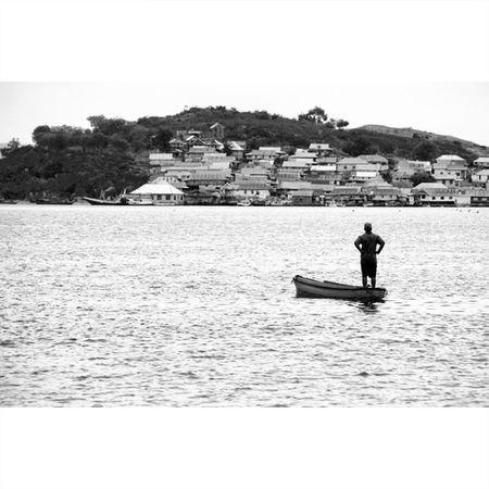 Memandang Kedepan ManaIndonesiamu Instagram InstaSulawesi Instamakassar instanusantara picoftheday photooftheday reuters natgeo natgeotravel fisherman blackwhite PhotoGrid