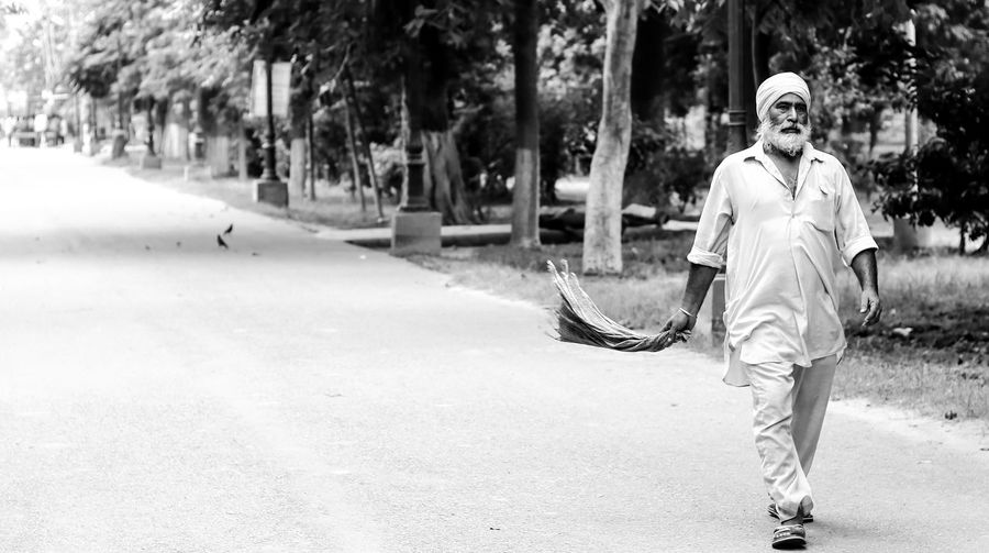 Only Men Front View Full Length Young Adult 50mm F1.8 Canonphotography Outdoors Turbanstyle One Man Only Day Motion Adult Thuglife Canon80d B&w Street Photography The Week On EyeEm