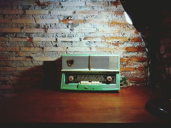 TakeoverMusic Radio 60's Look Vignette 70's Style