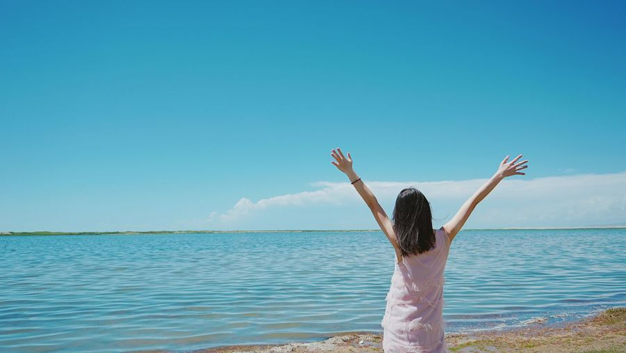 facing the sea Enjoy The Present Water Young Women Women Sea Blue Standing Summer Rear View Carefree Beach Shore Wave Scenics Tranquility Non-urban Scene Horizon Over Water Calm Getting Away From It All Coast Tranquil Scene Ocean Idyllic A New Beginning