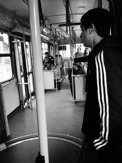En el bus ... Taking Photos Capture The Moment Santiago De Chile Joven Monochrome Photography Eyeemphoto! Black And White People Of EyeEm People Photography