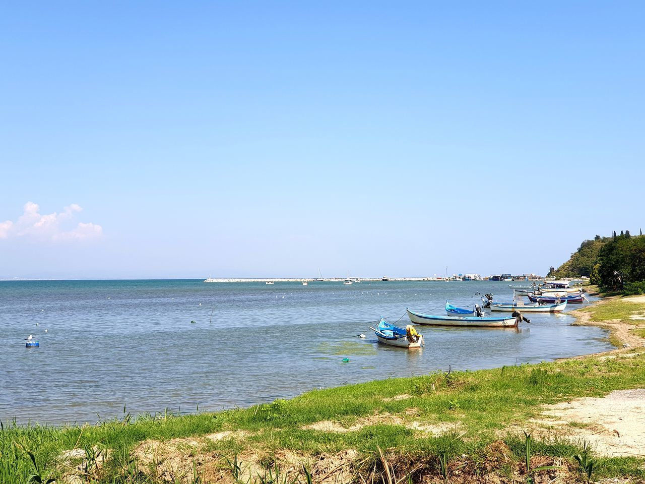 VIEW OF BOATS MOORED ON SEA AGAINST SKY