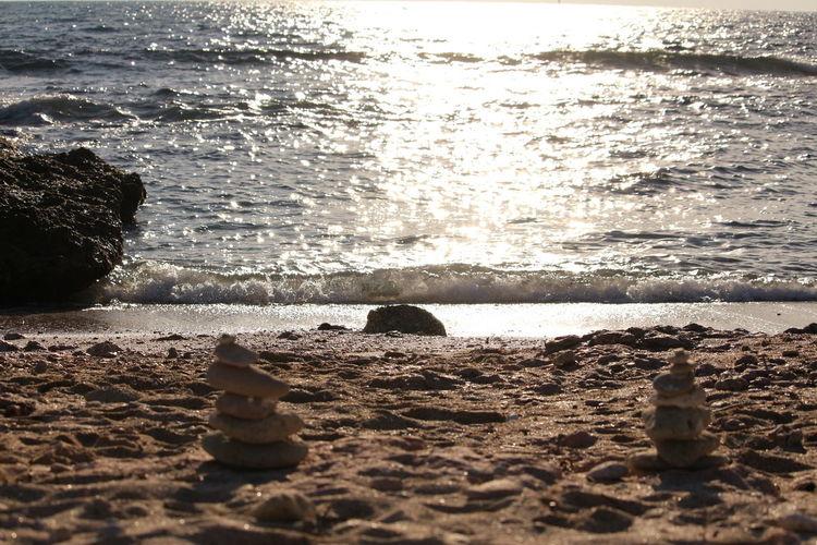 Mer Plage Sable Pierres Zen Paix Sérénité Scintillement Reflets Lumières Harmonie Relax Tranquille Beach Water Sea Sunset Nature Sand Sunlight