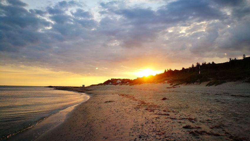 Sand Beach Cloud - Sky Sun Nature Sea Water Summer Outdoors Beauty In Nature Summertime Foto Coastline Sunrise