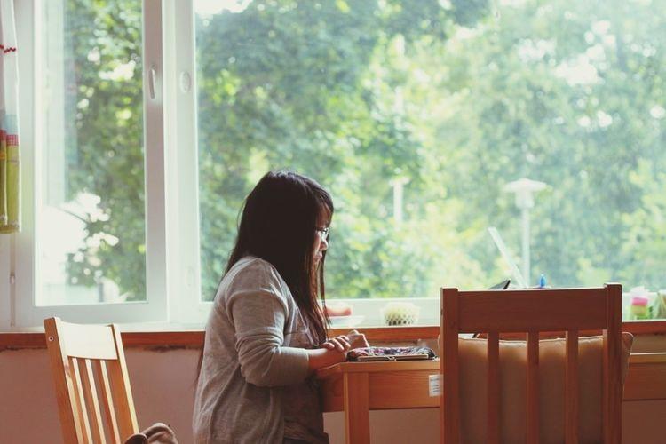 Birthday girl by the window. :p Green Window Birthday Girl♥