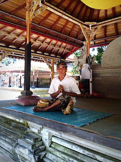 Portrait Meditation Temple Ubud Ubud, Bali Bali INDONESIA Man Templephotography Man Meditating Bali, Indonesia Spirituality Spiritual Spirit Resist The Photojournalist - 2017 EyeEm Awards